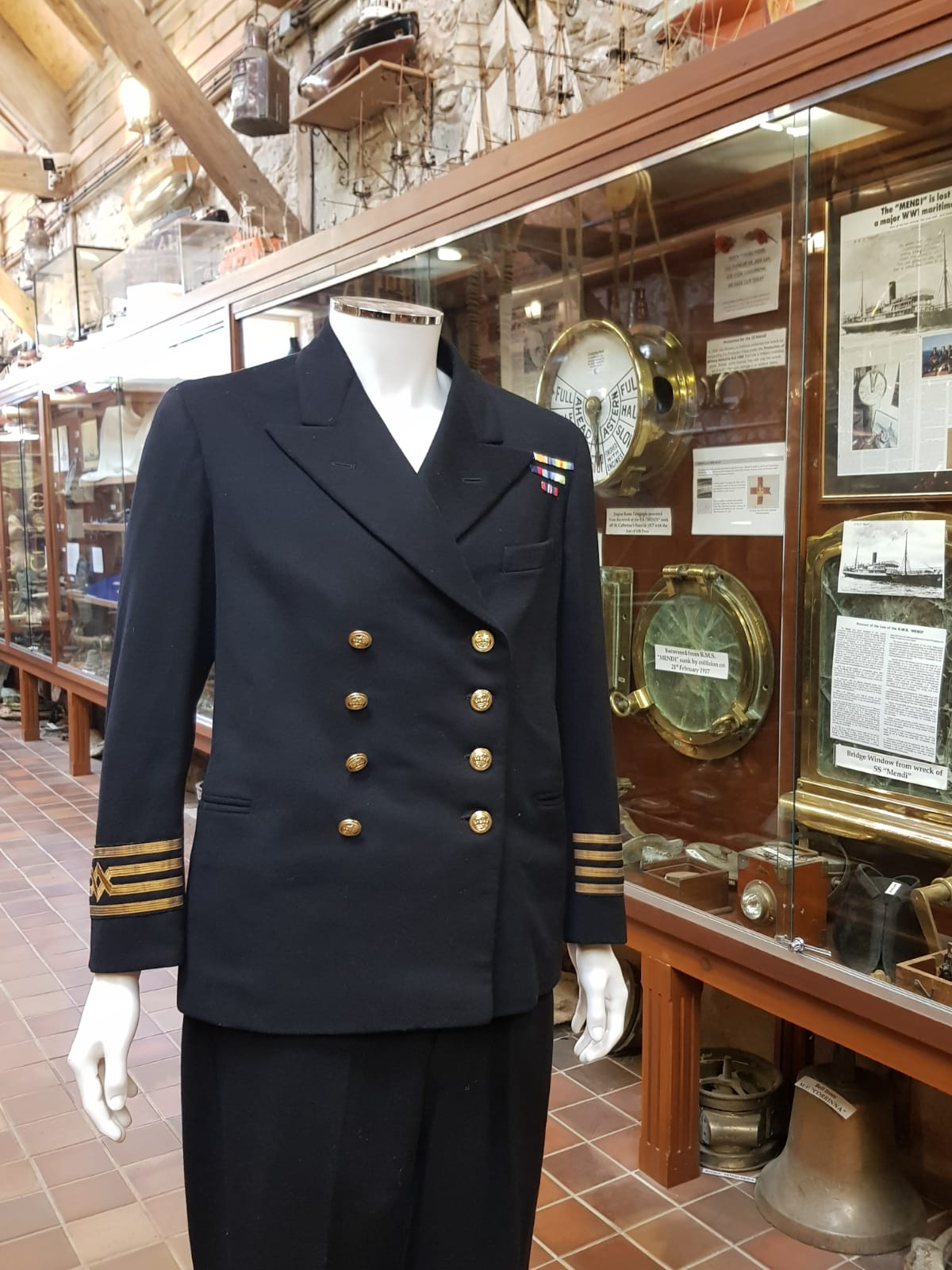 ss eleanor survivor barton hunter uniform