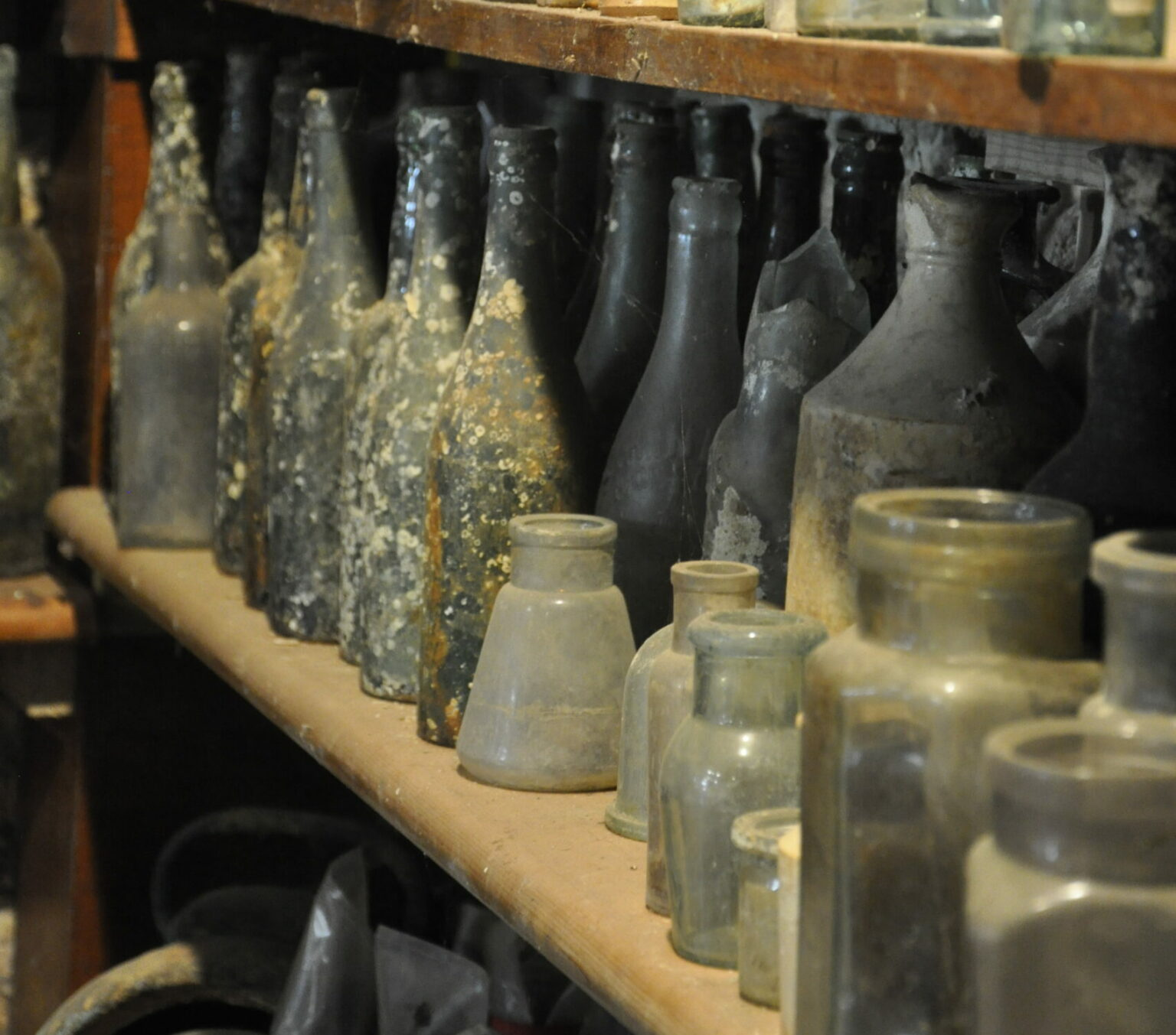 maritime museum shipwreck bottles